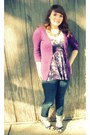 Blue-skinny-bullhead-jeans-purple-energie-cardigan-purple-floral-kirra-top-