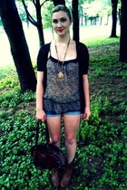 Deichmann shoes - Charlotte Russe shirt - Forever 21 shorts - Forever 21 necklac