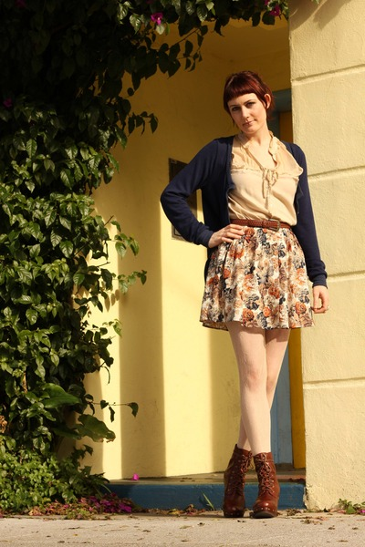 brown platform miz mooz boots - cream lace tights