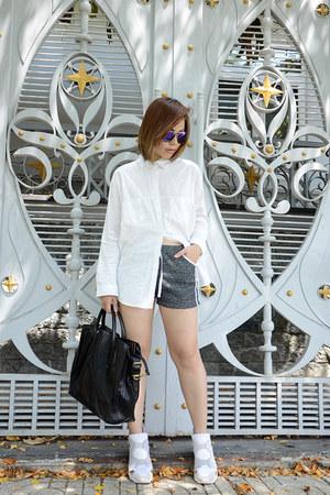Zara bag - Victoria Beckham glasses