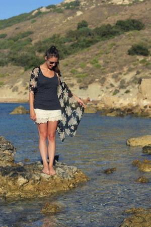 black kimono brandy melville vest - off white crochet Zara shorts
