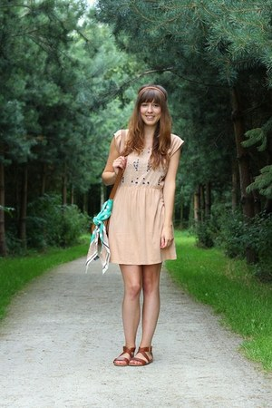 peach cut-out Zara dress - dark brown strappy H&M sandals
