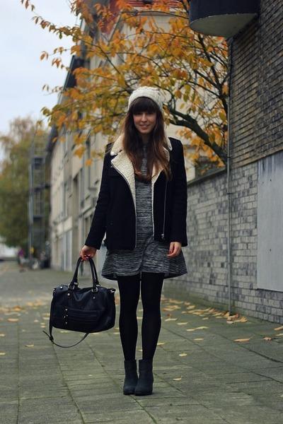 black lambswool Bershka coat - black pistol Sacha boots