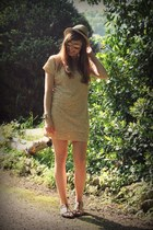 camel sequin Pinko dress - beige fedora H&M hat