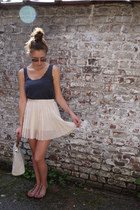 white pleated RARE skirt - dark gray scalloped Topshop top