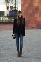black cashmere Mexx sweater - blue ripped WE fashion jeans