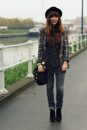 crimson tartan Zara blazer - black suede schöll boots