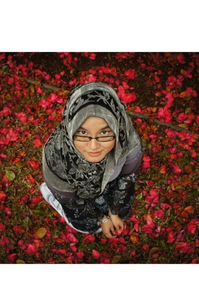 velvet scarf - embroideredbroi dress - ring