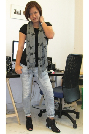 shirt - scarf - pull&amp;bear jeans - f21 boots