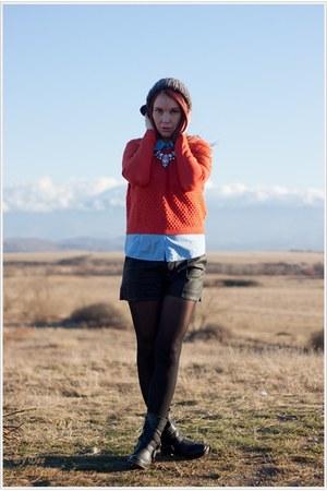 H&M hat - Stradivarius sweater - Stradivarius shorts
