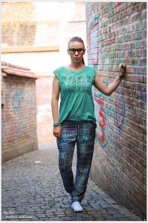 Bershka pants - pull&bear t-shirt - H&M sneakers