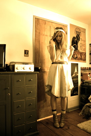silver poncho Vans skirt