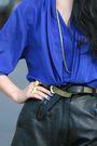 Blue-vintage-blouse-black-vintage-shorts