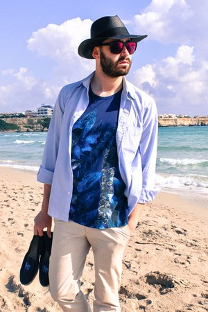 Len shirt - JPlus sunglasses - Manebì loafers