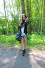 Black-zara-boots-blue-zara-shorts-white-zara-t-shirt-black-queens-wardrobe