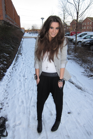 black wwwwestragscom pants - gray Zara blazer - black H&amp;M boots - white wwwwestr