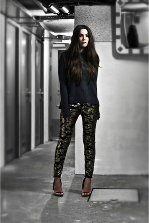 charcoal gray sweater - gold sequins pants - black cape Alexander Wang heels