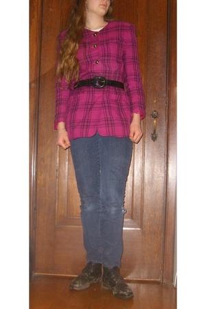 pink jacket - black boots - blue so jeans - black belt