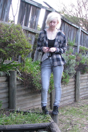 black top - heather gray jeans - light brown checked shirt - black sneakers