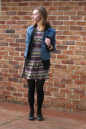 blue denim DIY jacket - black Converse sneakers
