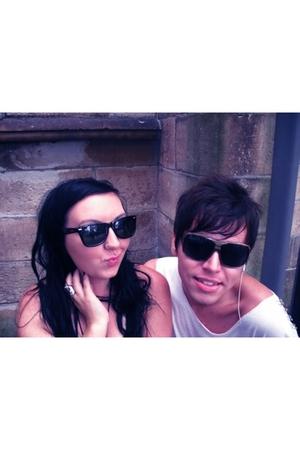 black rayban sunglasses