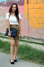 White-cropped-pull-bear-shirt-blue-thrifted-vintage-bag