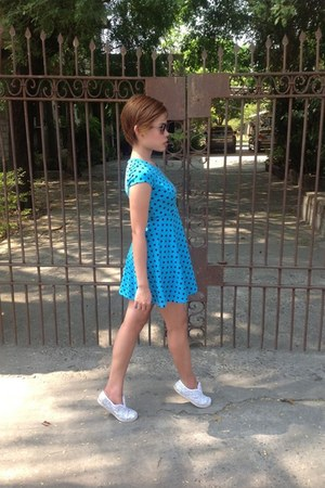 Sally Miller dress - Rhode Island bag - Keds sneakers