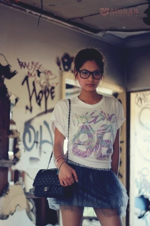 gray skirt - white shirt - black Chanel lambskin 255 accessories