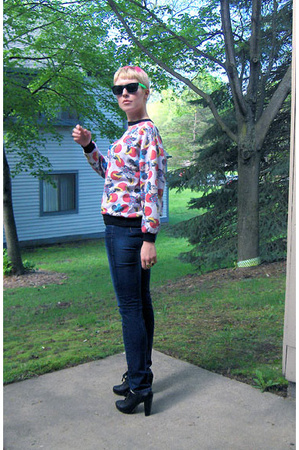 Minnie Mouse sweater - sunglasses - Jeffrey Campbell shoes