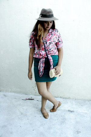 hot pink floral print blouse - light brown hat - teal Forever 21 skirt