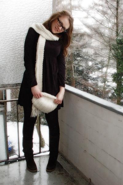 black Esprit dress - brown SOliver boots - white H&M hat - white H&M scarf
