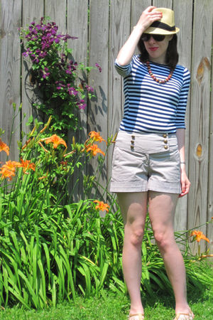 beige H&M shorts - blue Target shirt - beige Urban Outfitters hat