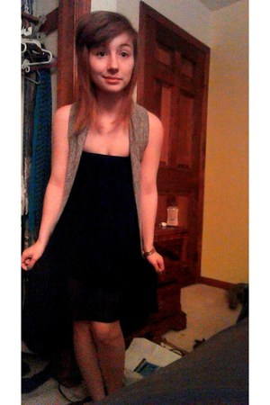 black high-low skirt - grey cardigan