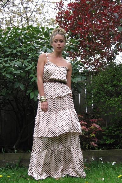 709a601dff77 off white tiered H&M dress - dark brown leather Zara belt - bracelet