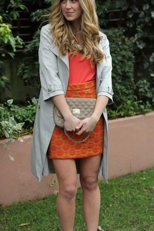 carrot orange patterned Anthropologie skirt - red v neck Style Mint shirt