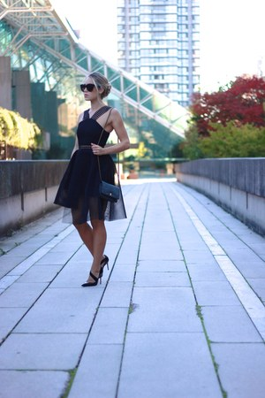 black dress Self Portrait dress