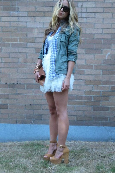 white tulle Chicwish skirt - blue checkered Gap shirt