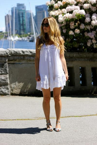 white tank shift Billabong dress