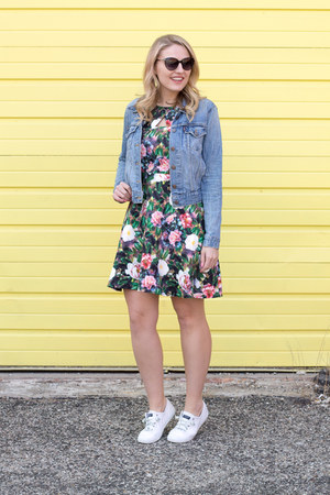 Paper Dolls dress - Levis jacket - sperry sneakers
