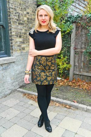 gold Bebe skirt - black Alice  Olivia shirt - black Nine West pumps