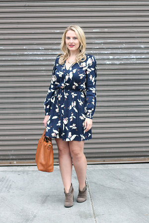 mono tea print Oasis dress