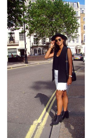 Zara top - H&M boots - H&M hat - Mango blazer - Ray Ban sunglasses - Zara skirt
