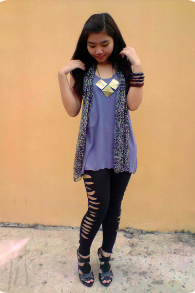 Gaudi top - vintage scarf - DIY leggings - Gitchy shoes