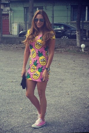 Lazy Oaf dress - Ray Ban sunglasses - Converse sneakers