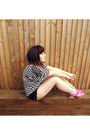 Pink-deandri-flats-black-urban-outfitters-shorts