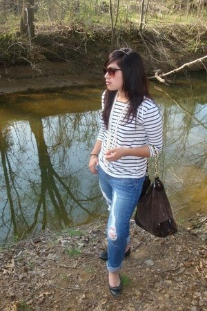 black shoes - blue Forever 21 jeans - white H&M shirt - brown Bebe purse - white