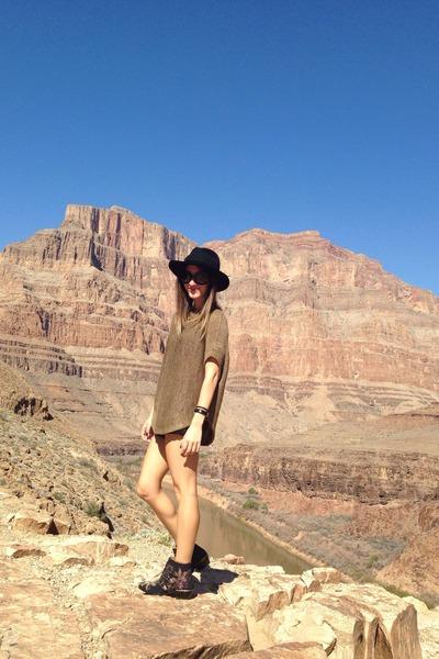 forest green rag&bone hat - blue Chloe boots - camel vince top