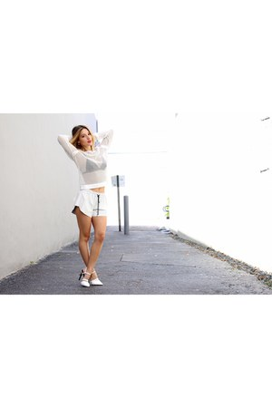 white pointed toe shoes - white shorts - white knitted top top