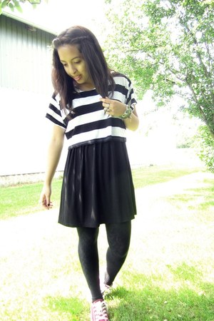 black H&M dress - black unknown leggings - white H&M t-shirt - maroon Converse s