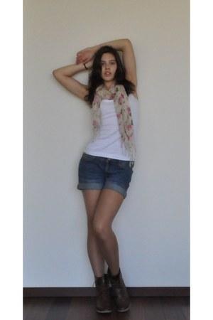 Stradivarius boots - unknown brand scarf - boyfriend H&M shorts - H&M top
